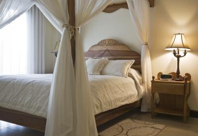 How To Decorate A Four Poster Bed With Draping Fabric Ehow