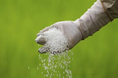 how to make chemical fertilizer