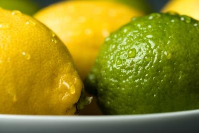 A plate of lemons and limes.