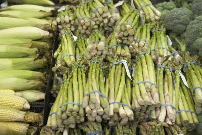 Vitamin E foods such as asparagus works to thin blood and prevent blood clots.