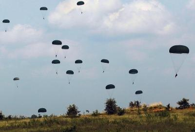 Paratroopers from the 82nd Airborne practice at Fort Bragg