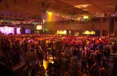 7000 people disco dance at the Buffalo Convention Center in 2002 trying to beat the worlds largest disco event.