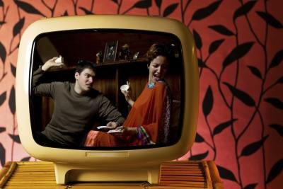 Media essay! pros and cons of tv!?