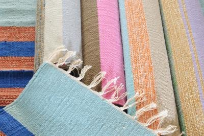 How to use rugs to make a room look smaller or bigger ehow - What colors make a room look bigger and brighter ...