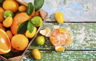 Box of assorted citrus fruits