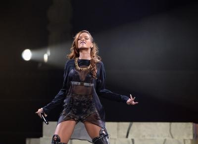Rihanna performing at the Staples Center, 2013.
