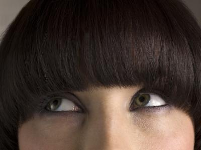 Straight bangs should be avoided by those with round faces.