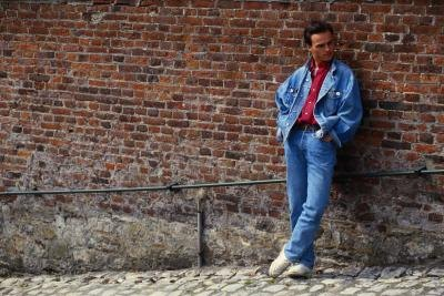 Turn the collar of a jean jacket up and you have the same look that was fabulously trendy during the 80s.