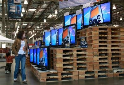 Pallets being used to display flat screen televisions