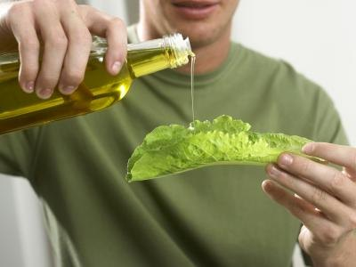 Many people incorrectly assume that fatty oils cause weight gain.