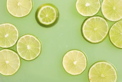 Sliced limes in lime juice