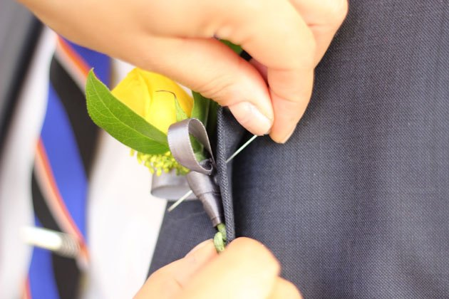 The pin goes through the lapel into the stem.