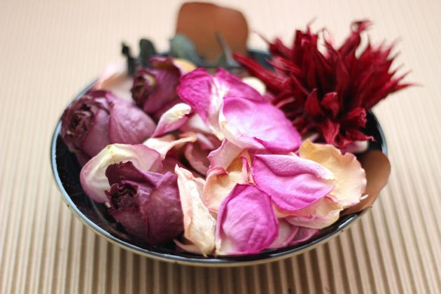 It's easy to make potpourri from dried flowers