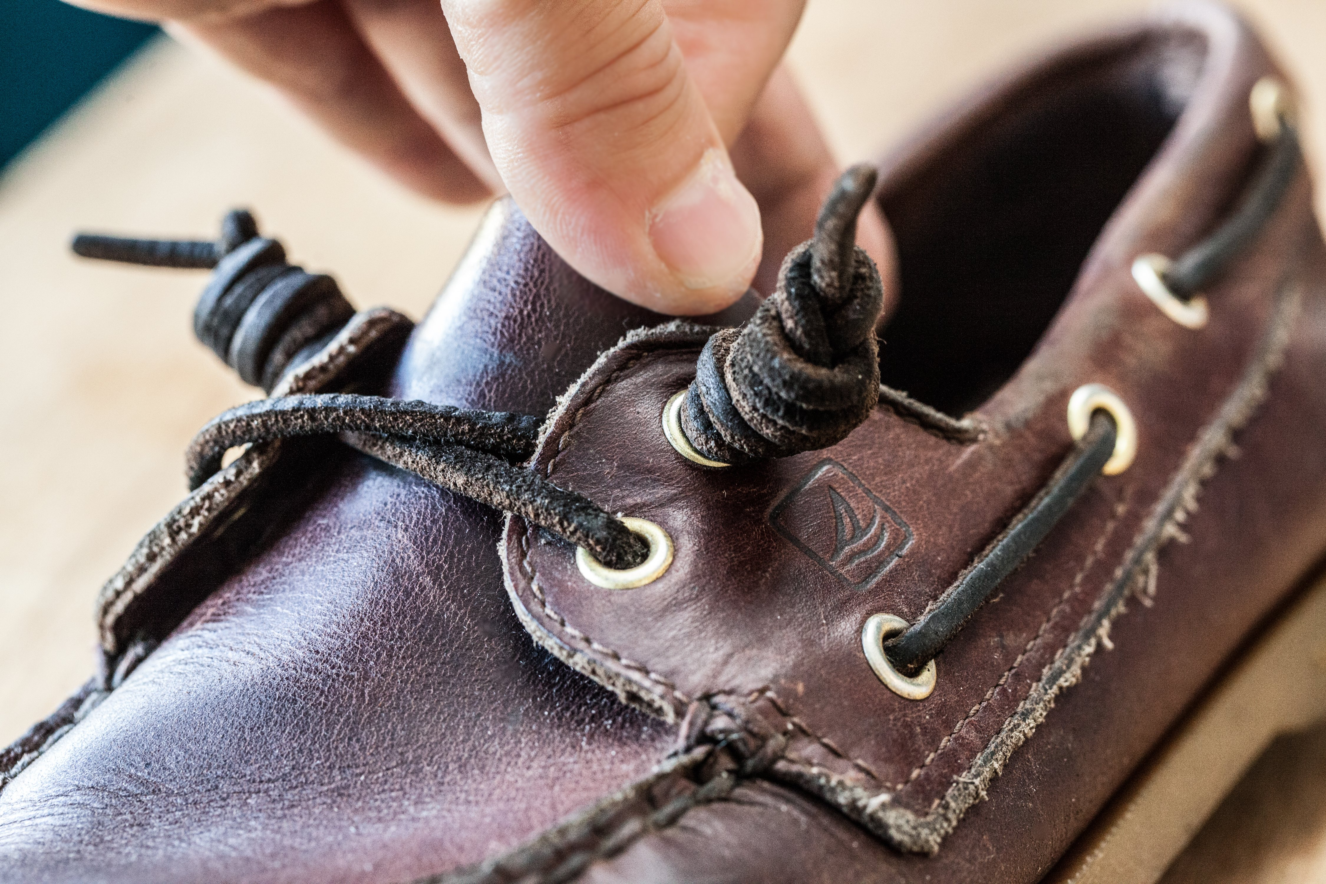 How to Curl Sperry Laces (with Pictures)   eHow