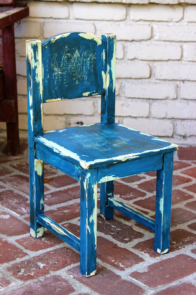 How to paint distressed furniture ehow for How to paint furniture distressed