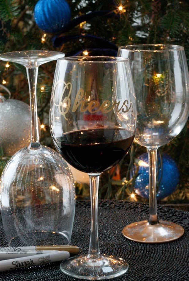 7 ways to decorate your holiday glassware ehow for How to decorate wine glasses with sharpies