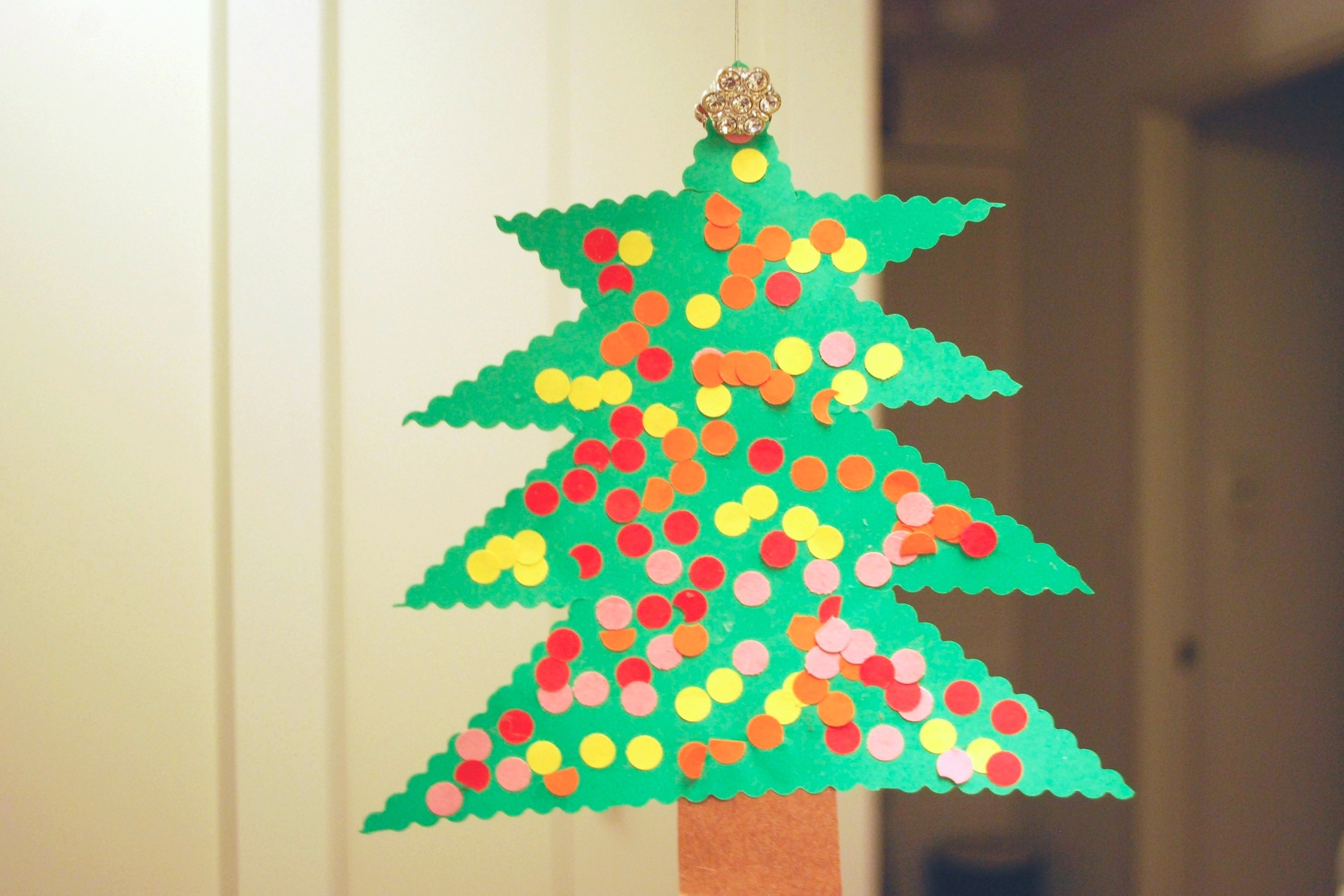 Homemade Construction Paper Christmas Decorations | eHow
