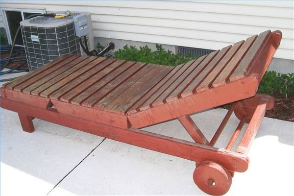 How to build a wood chaise lounger ehow for Build a chaise lounge