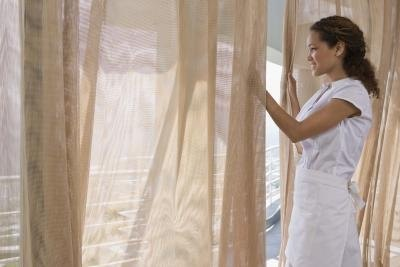 Differences Between Curtains Window Panels Ehow