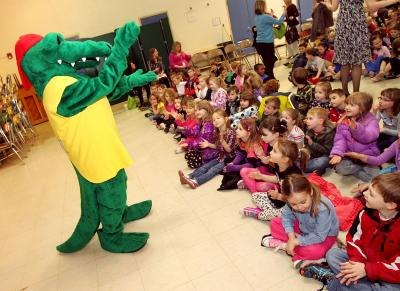 School mascot Al E. Gator entertains students