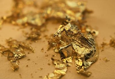 flakes of edible gold leaf paper
