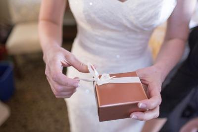 It's a common tradition fro the bride and groom to exchange gifts for their wedding.