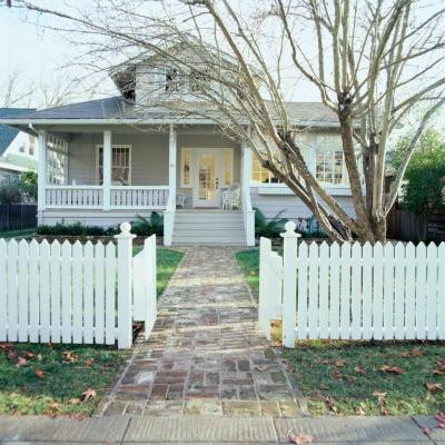 Wood and vinyl fences are two types of fences that are popular in the fencing industry.