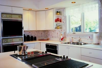 How to reface metal kitchen cabinets ehow for Cheapest way to reface kitchen cabinets