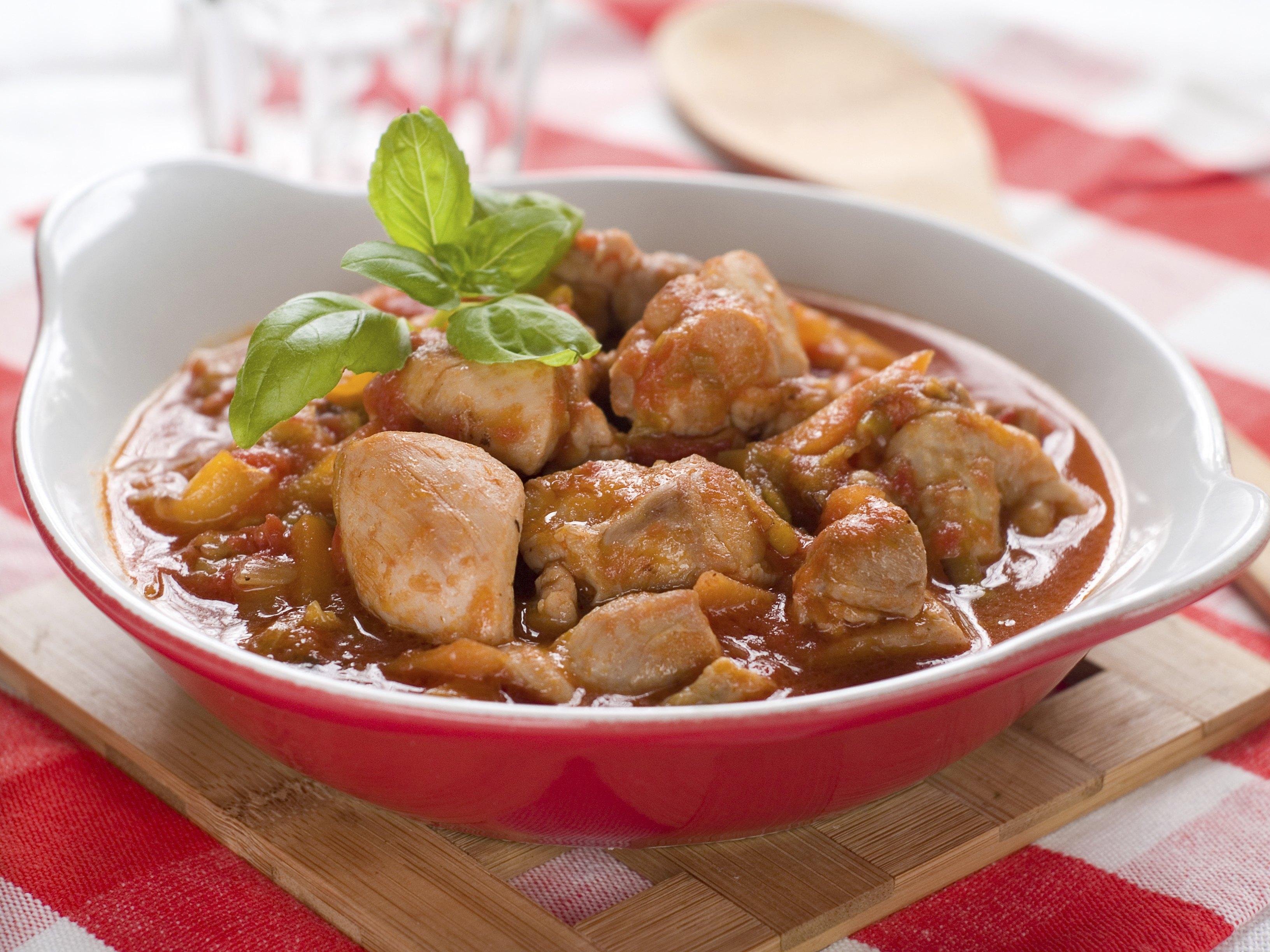 Как приготовить гуляш из курицы с подливкой рецепт пошагово