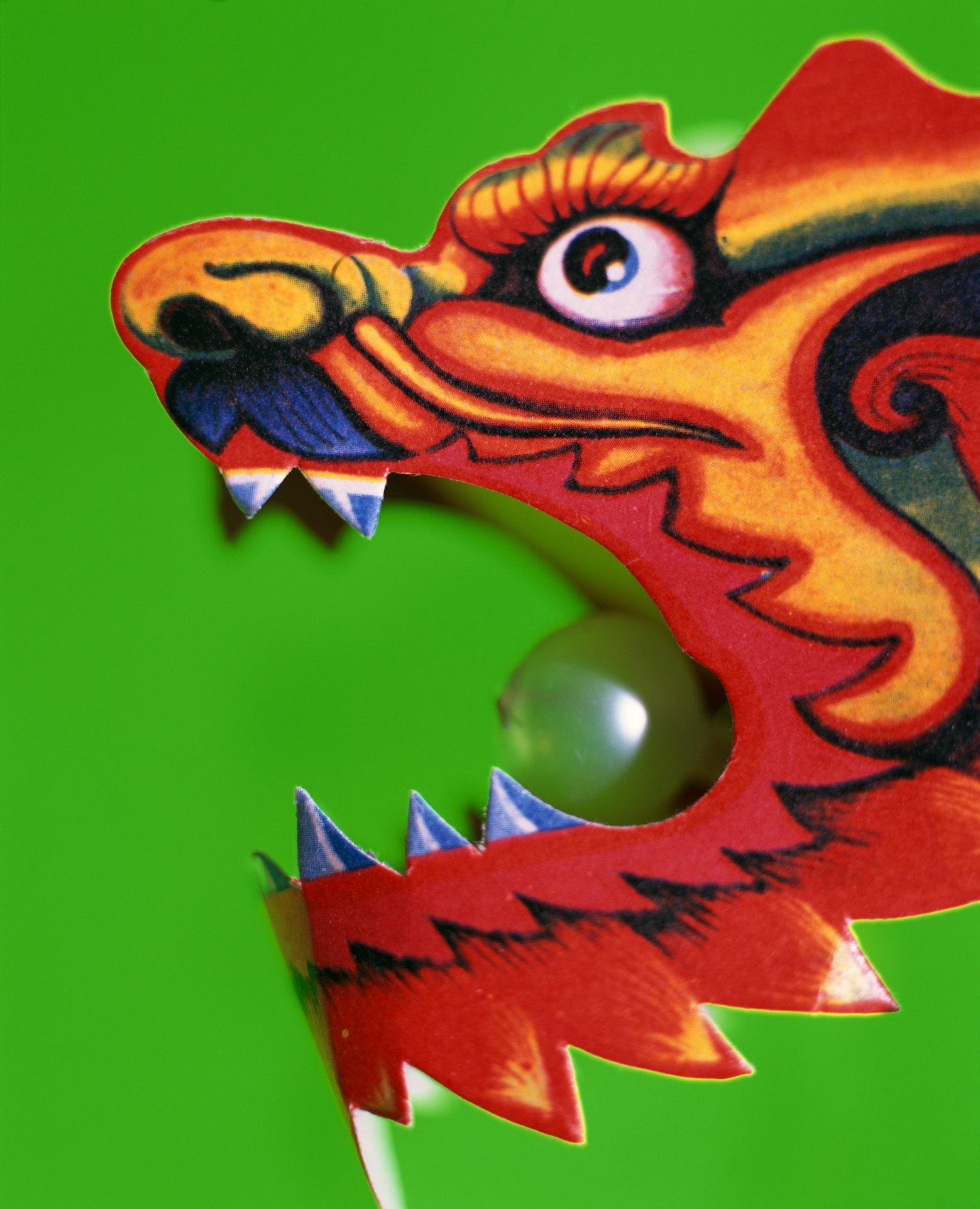 Голова дракона из картона