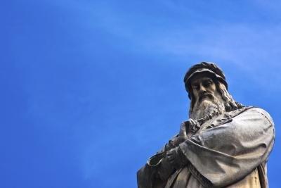 statue of Leonardo da Vinci