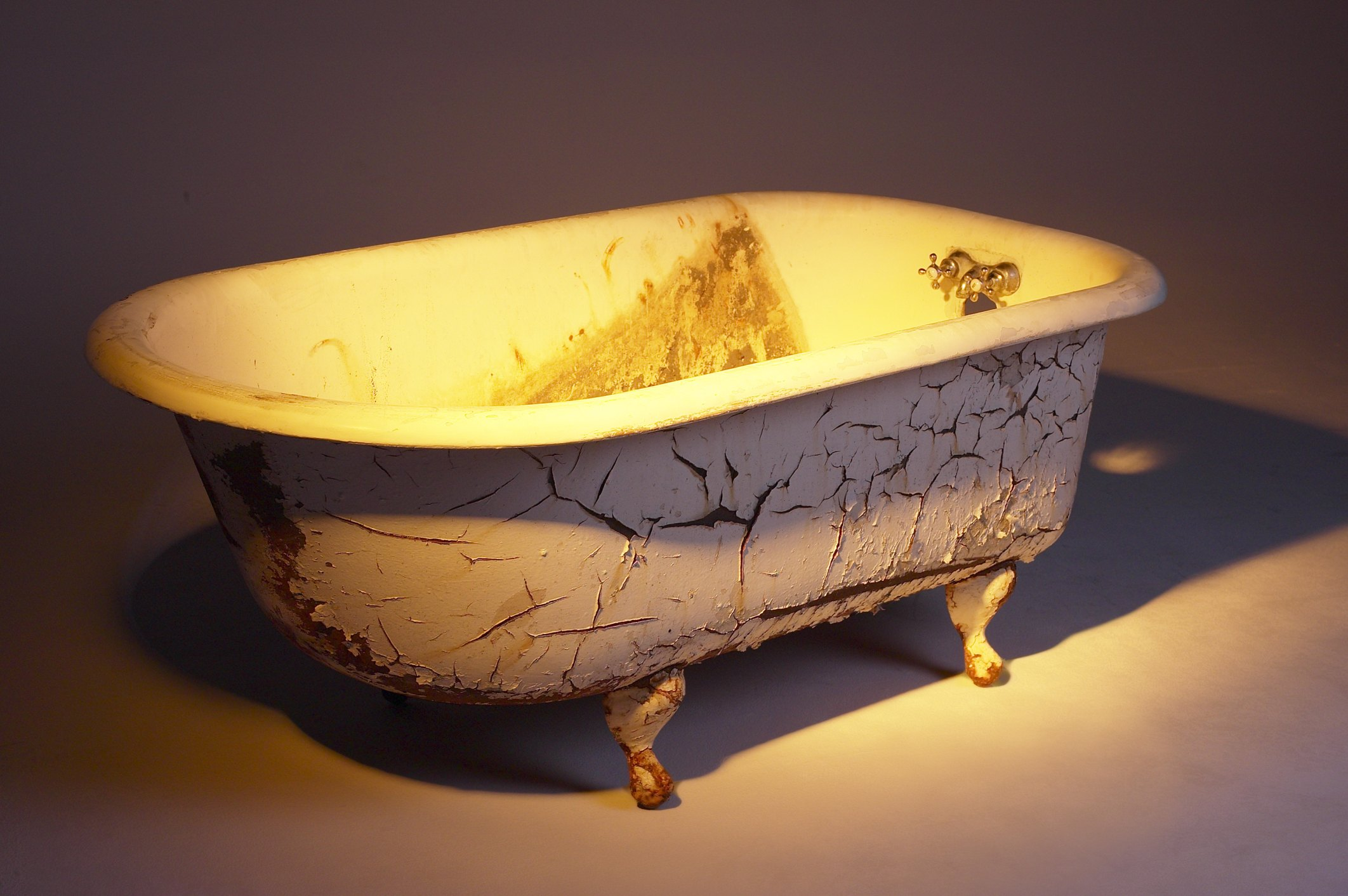 How To Clean Or Refinish An Old Porcelain Bath Tub Ehow