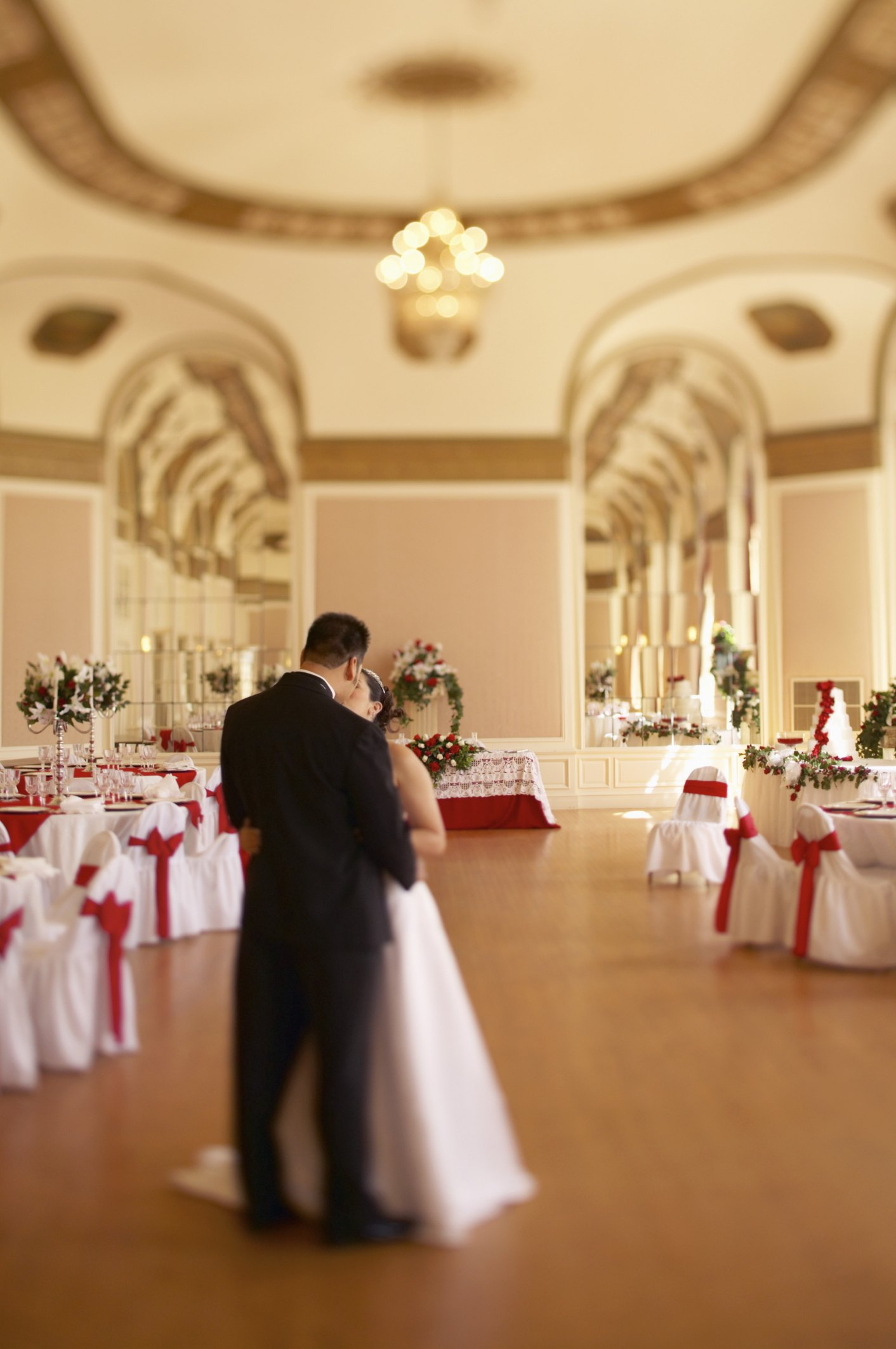 Do It Yourself Ceiling Decor Amp Draping For Weddings Ehow