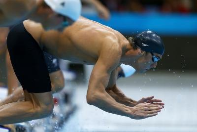 Michael Phelps diving in to pool for race
