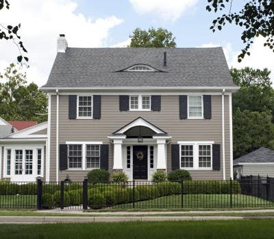 Colors to go with a grey roof with pictures ehow for Light gray exterior paint