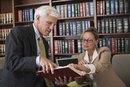 ¿Cuánto dinero gana un abogado defensor al año?