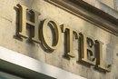 ¿Cuál es el salario anual de un director de hotel?