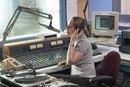 Cómo encontrar trabajos de voz en off en radio
