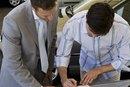El salario promedio de un vendedor de autos