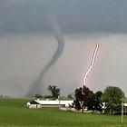 Cómo hacer un proyecto escolar sobre tornados