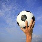 ¿Cuánta cantidad de presión de aire hay en una pelota de fútbol de tamaño reglamentario?