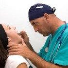 Cómo tratar una inflamación de las glándulas del cuello