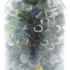 Cómo estimar la cantidad de canicas que hay en un frasco