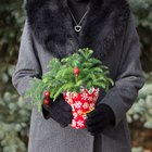 Make a Festive Faux Fur Collar for Your Holiday Parties