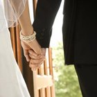 Advantages & Disadvantages of a Younger Man & an Older Woman Marrying