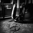 Diferencias entre la guitarra acústica y la semi-acústica.