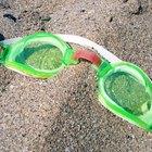 Cómo ajustar los gafas para natación