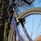 Cómo reparar el chasquido en la cadena de una bicicleta de camino