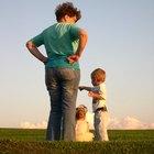 Cómo la disciplina parental sobre los hijos afecta su educación