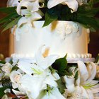 How to Put Silk Flowers on Wedding Cake